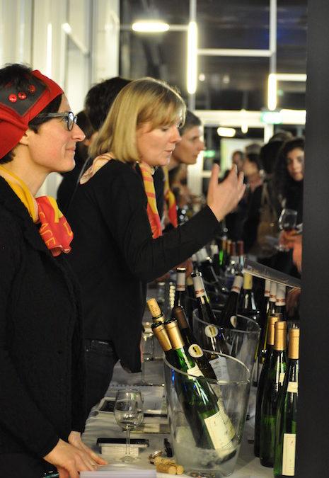 Vinifilles et Femmes du vin illuminent le soir montpelliérain